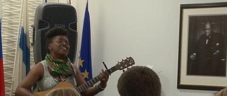 Artisten Lánre spelar på Europe House under WIMUST-seminariet