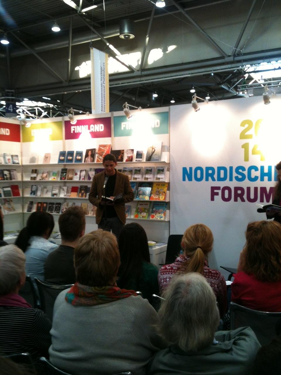 Yahya Hassan läser i nordiska montern