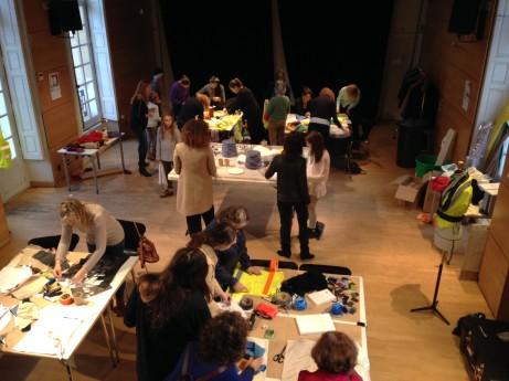Skapande verkstad i samarbete med Paris College of Art inom ramen för den textila konst- och mattutställningen Re-Rag-Rug. Foto: Mats Widbom