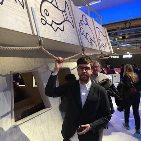 Marcus Lindén på sin flotte på Centre Pompidou. Foto Mats Widbom