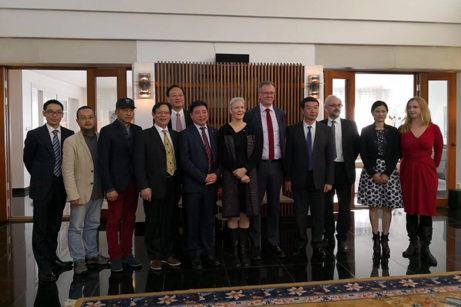 Några av deltagarna på konferensen vid lunchmottagningen hos ambassadör Lindstedt 22 nov 2017.
