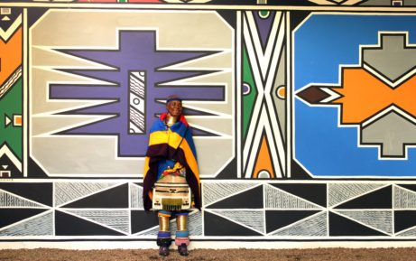 Esther Mahlangu_and mural_5071