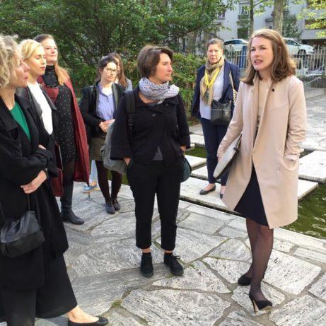 Frida Gustafsson förklarar UNESCO:s tillkomst och värdegrunder