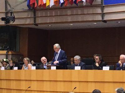 EU-kommissionens ordförande på podiet med bl.a Europaparlamentets talman Antonio Tatjana och musikern Jean-Michel Jarre på sin vänstra sida. Foto:Mikael Schultz