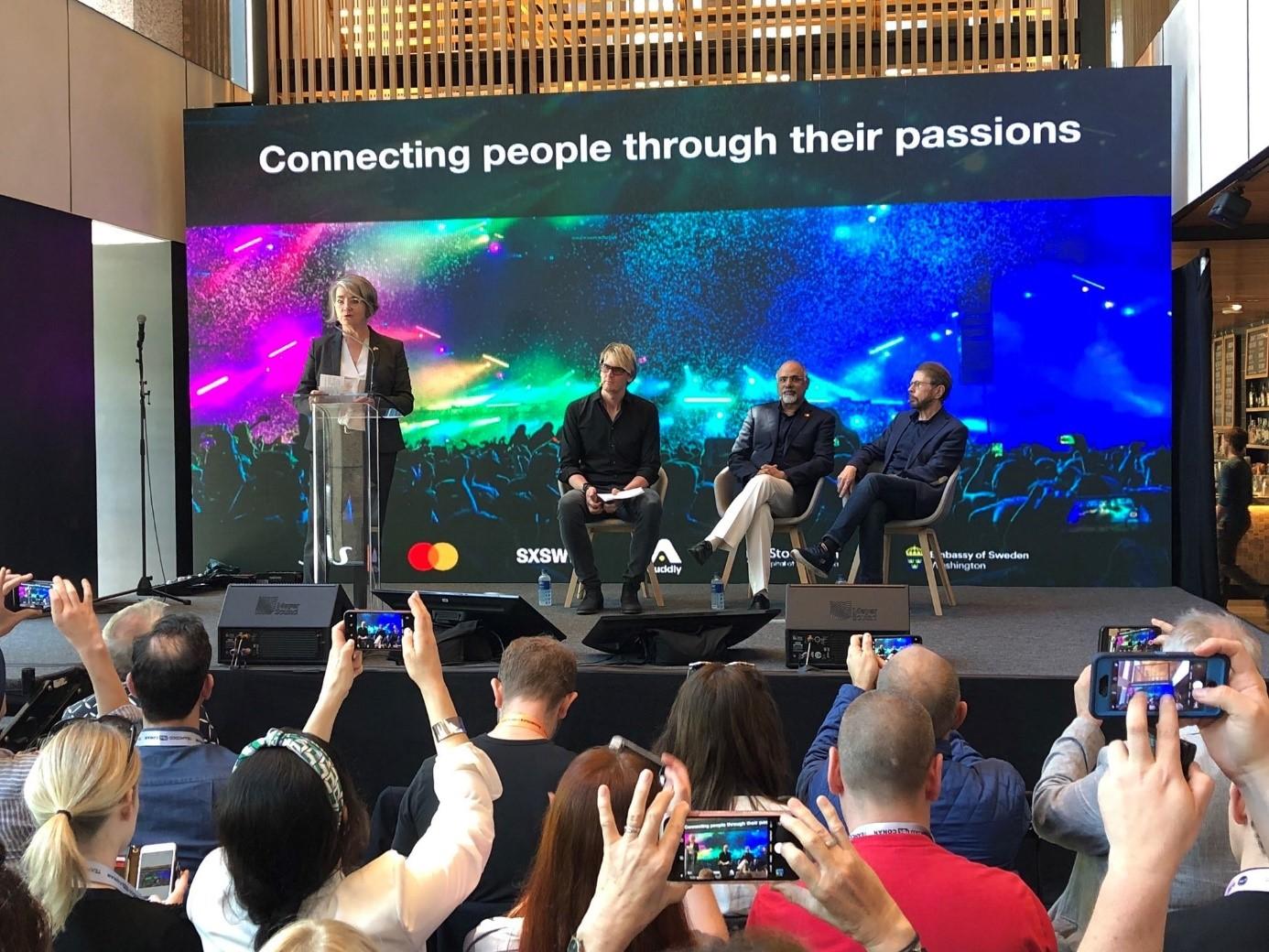 Från vänster Ambassador Karin Olofsdotter, Niclas Molinder, Raja Rajamanar, Björn Ulvaeus Foto: Embassy of Sweden