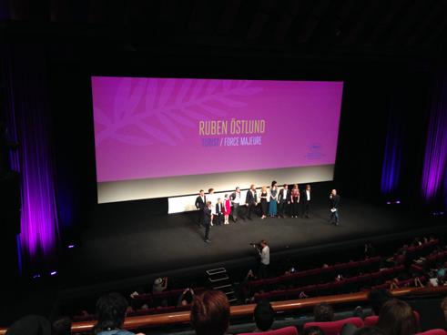 Ruben Östlund och filmteamet tar emot publikens lavinartade applåder inför världspremiären av Turist eller Force Majeure som filmen heter på den internationella marknaden.