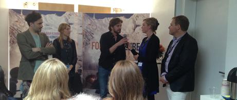 Ruben Östlund och filmens producenter Erik Hemmendorff och Marie Kjellson intervjuas av Svenska filminstitutets Pia Lundberg och Jan Göransson på filmens presskonferens.