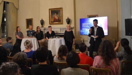 Panelen tillsammans med ambassador Torbjörn Sohlström (i återvunnen Filippa K-kostym)