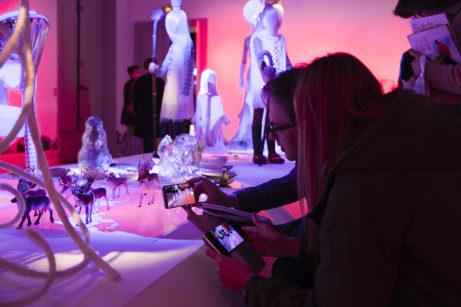 Bilderna flödade ut på sociala medier från utställningen Next Level Craft när Svenska institutet i Paris återinvigdes. Foto: Vinciane Lebrun-Verguethen