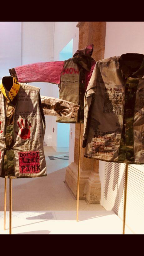 """Från utställningen """"Gewalt und Geschlecht"""" på Militärhistorisches Museum i Dresden"""