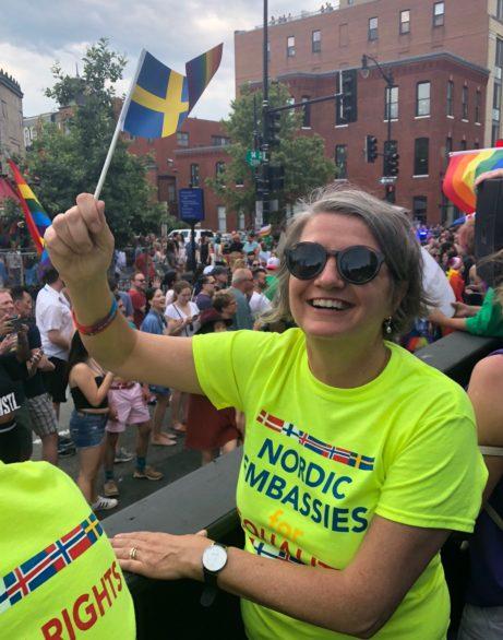 Ambassadör Karin Olofsdotter på Pride Foto: Sveriges Ambassad