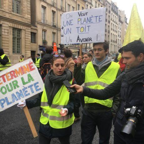 Några passar på att demonstrera för klimatet och vår planet. foto: Ewa Kumlin