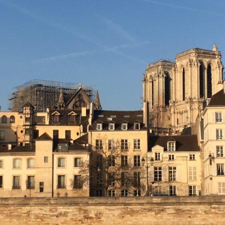 Klockorna klämtade åter i morse vid Nôtre-Dame