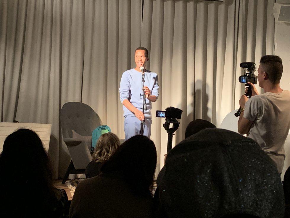 Poeten Masai Sephuru (SA) läser poesi på Göteborgs Litteraturhus oktober 2019.