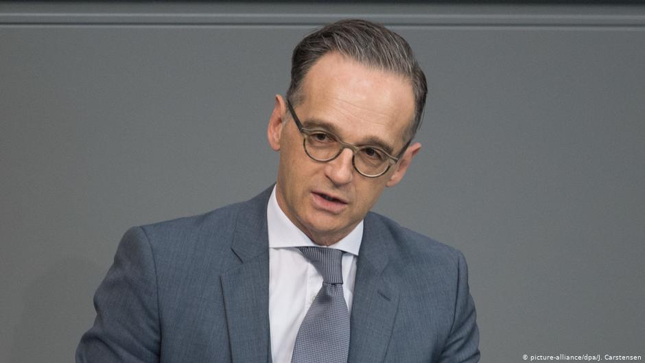 En bild på utrikesministern klädd i grå kostym och grå slips.
