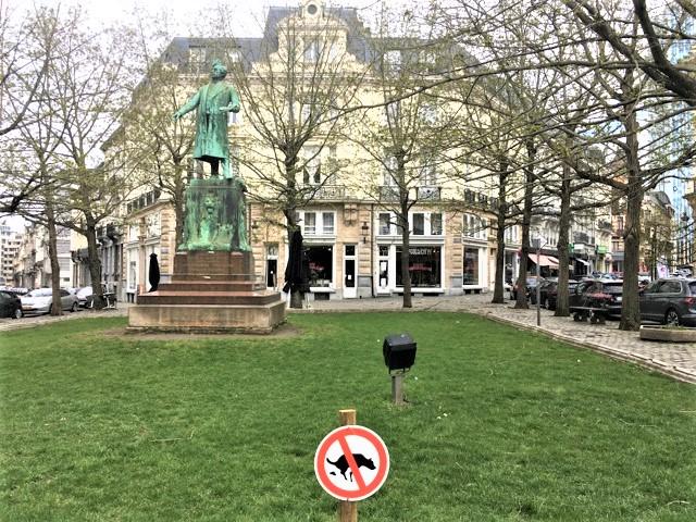 Bild på Frihetstorget i Bryssel med staty över Charles Rogier i mitten av torget.