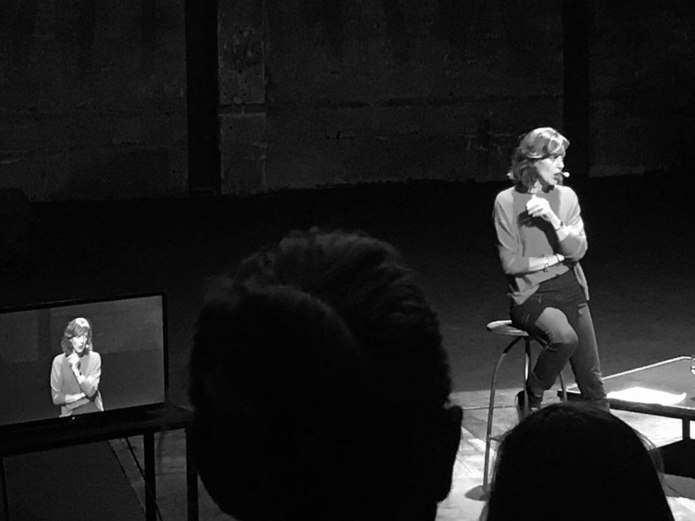Hedda Krausz talar på Orionteatern